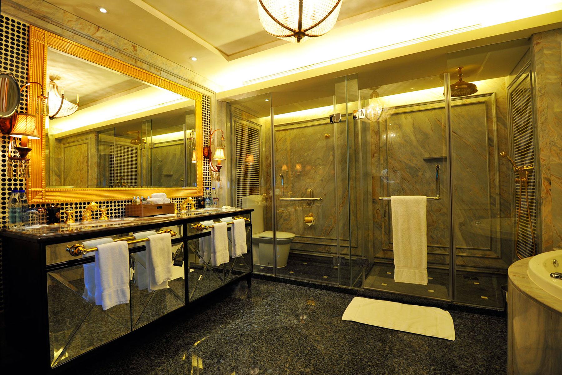 Luxury hotel bathrooms - Shanghai Marriott Hotel Luwan