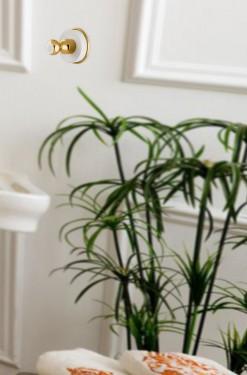 accesorio de baño dorado y blanco gancho percha soft solid surface